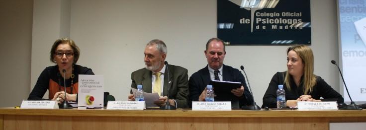 De izquierda a derecha: Carolina Centeno (editorial Síntesis); Alfredo Guijarro (presidente de Sepadem; José Ignacio Robles (coautor); Teresa Pacheco (coordinadora)